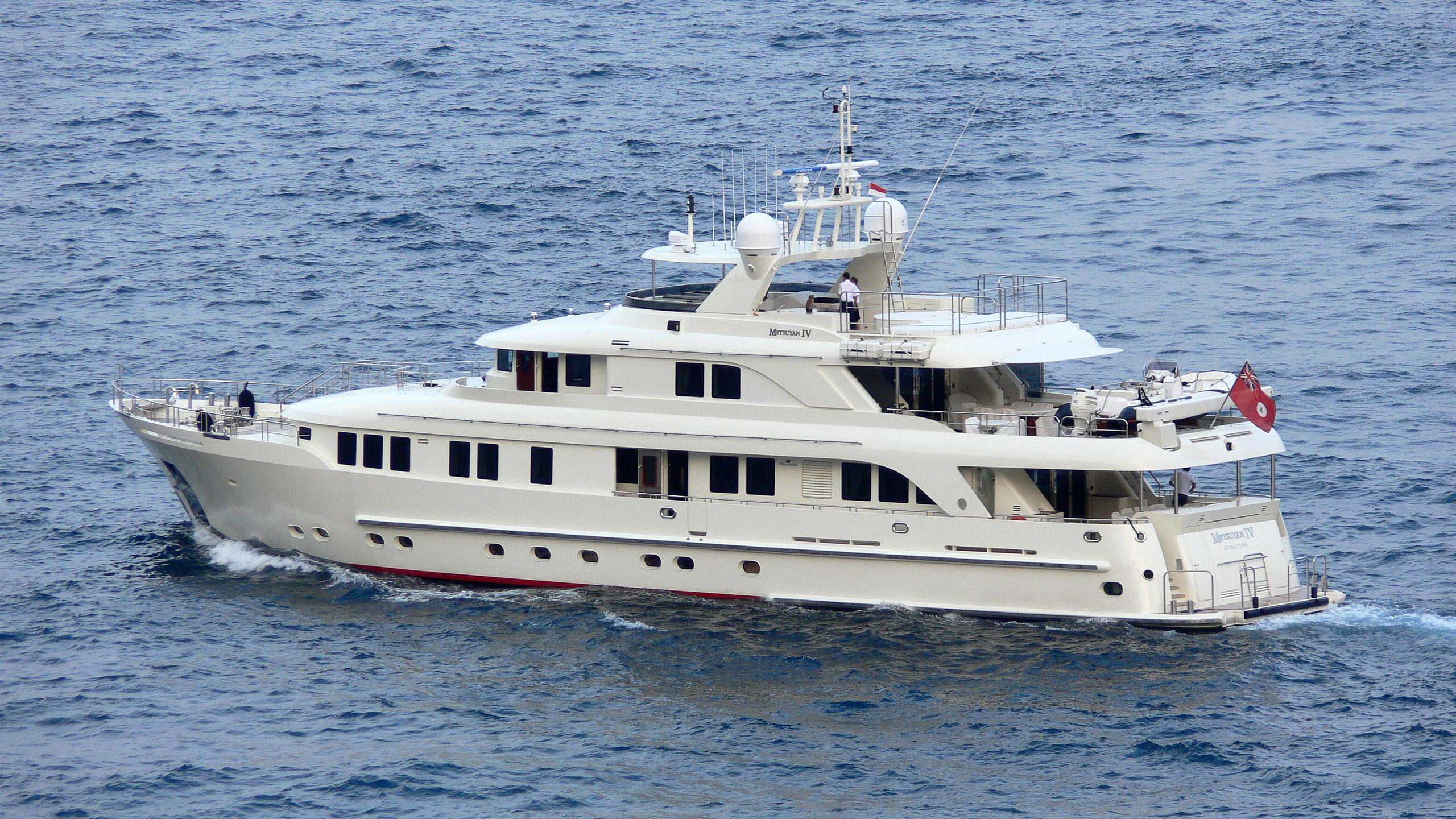 metsuyan iv motoryacht cbi navi 2006 36m running half stern