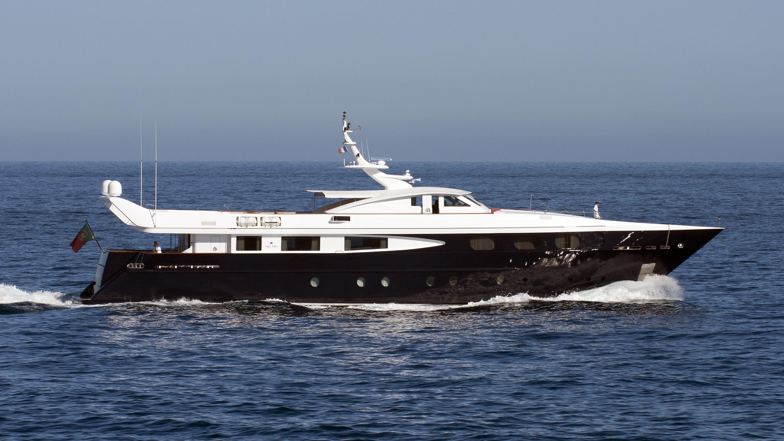 sophie-blue-yacht-exterior