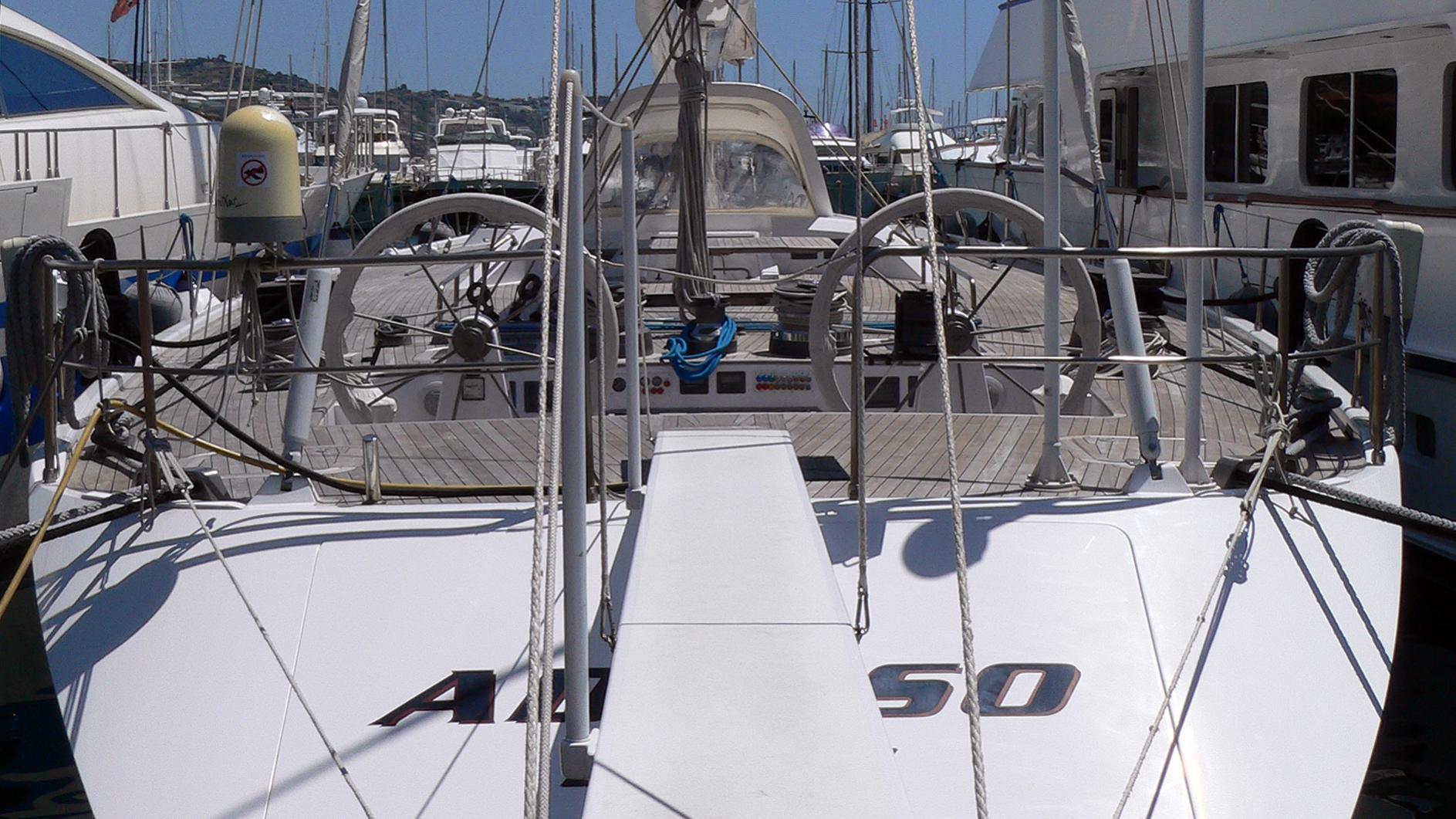 adesso-yacht-exterior