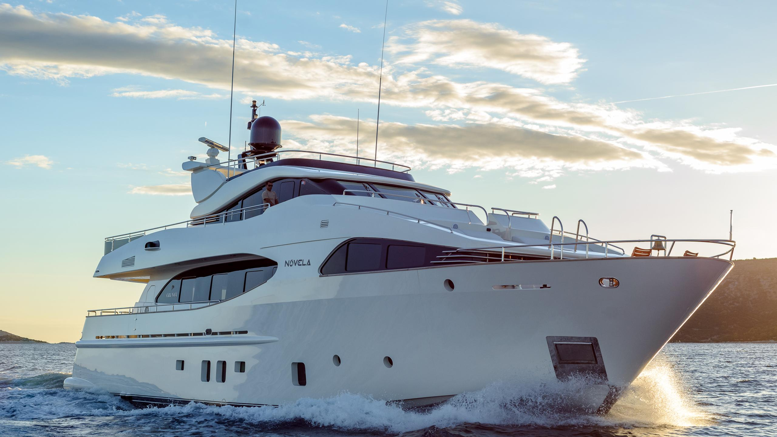 novela-yacht-cruising