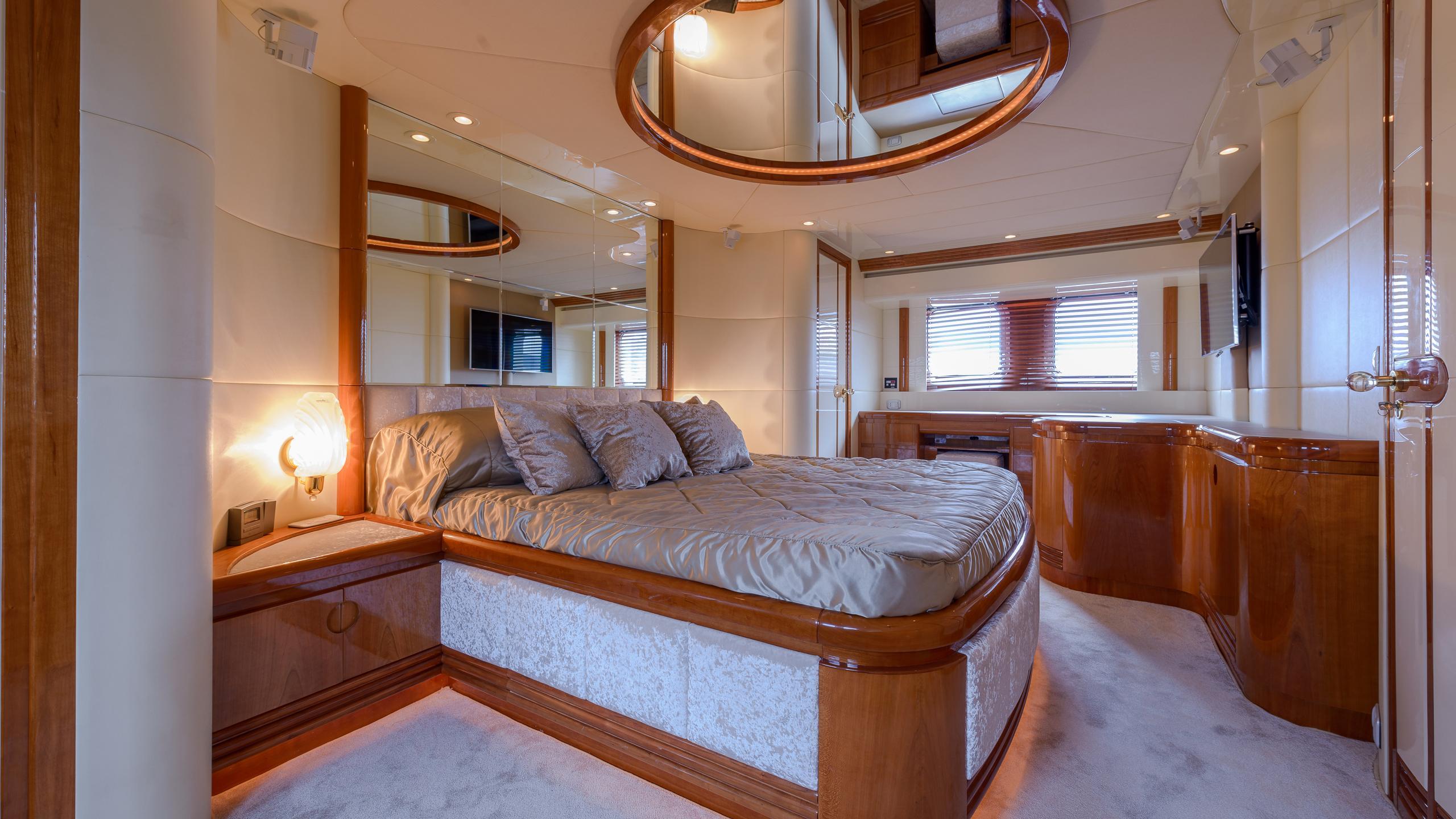 novela-yacht-vip-cabin