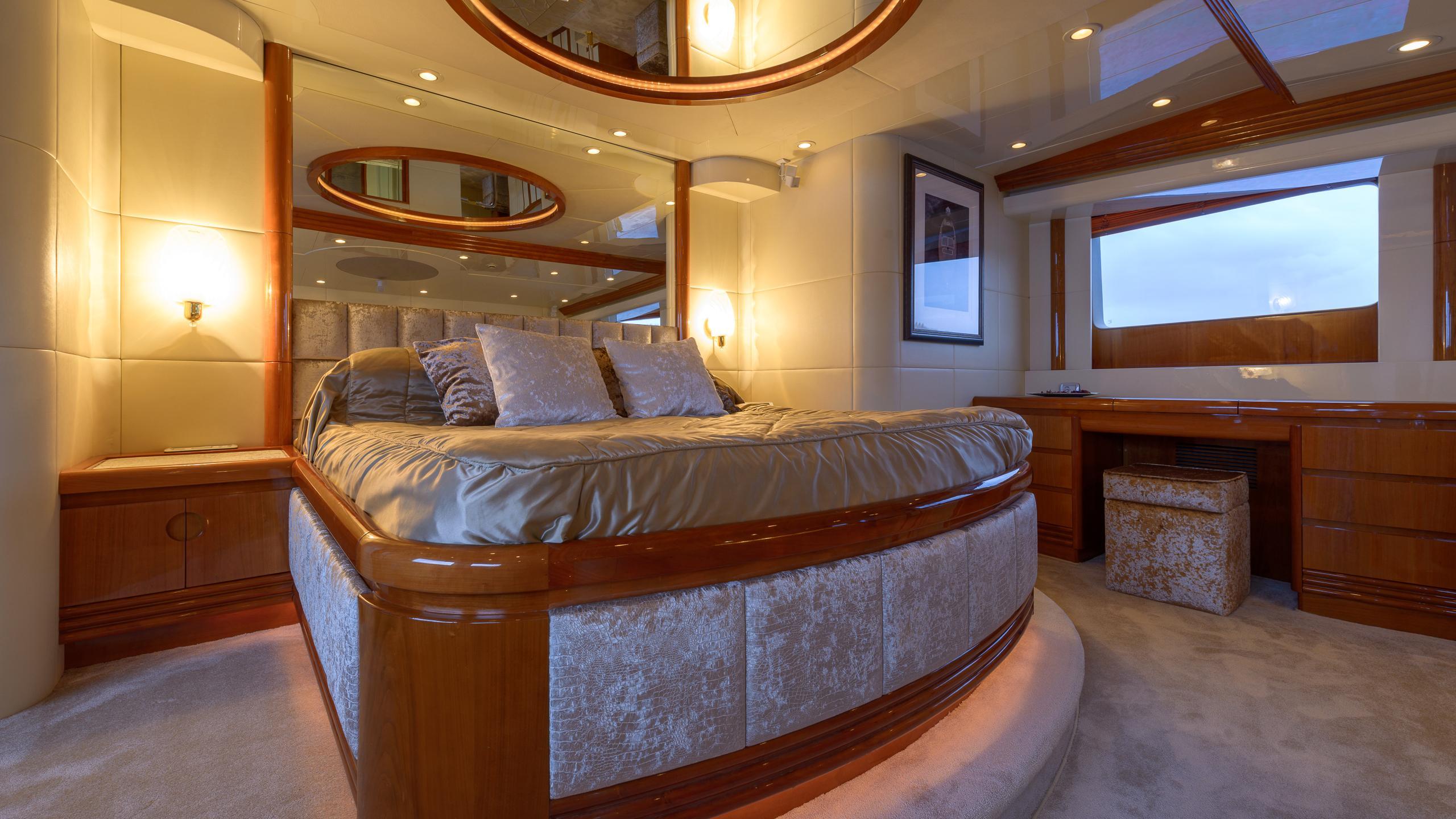 novela-yacht-master-cabin