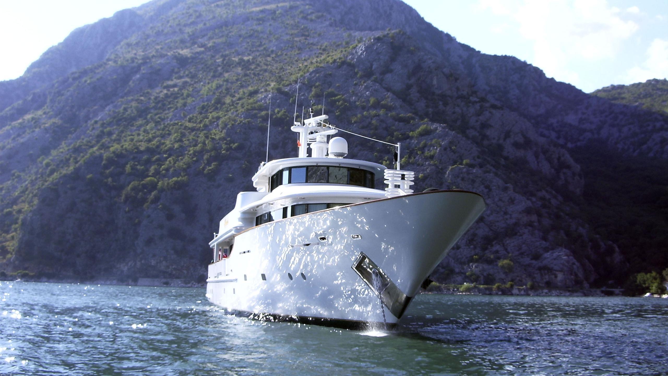 aquarius-yacht-at-anchor