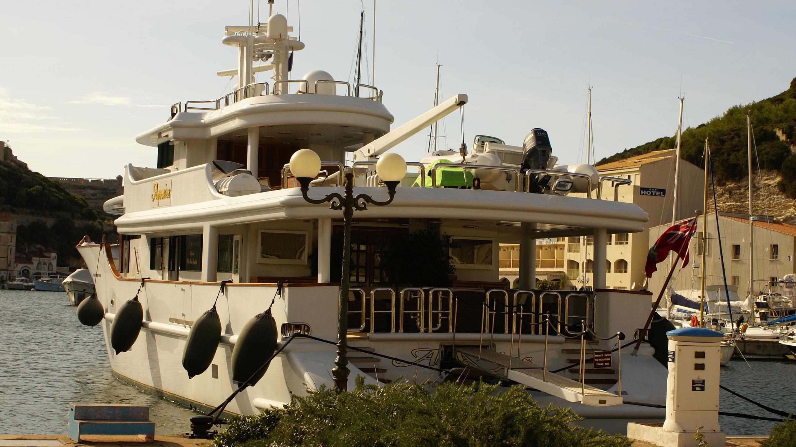 aquarius-yacht-stern