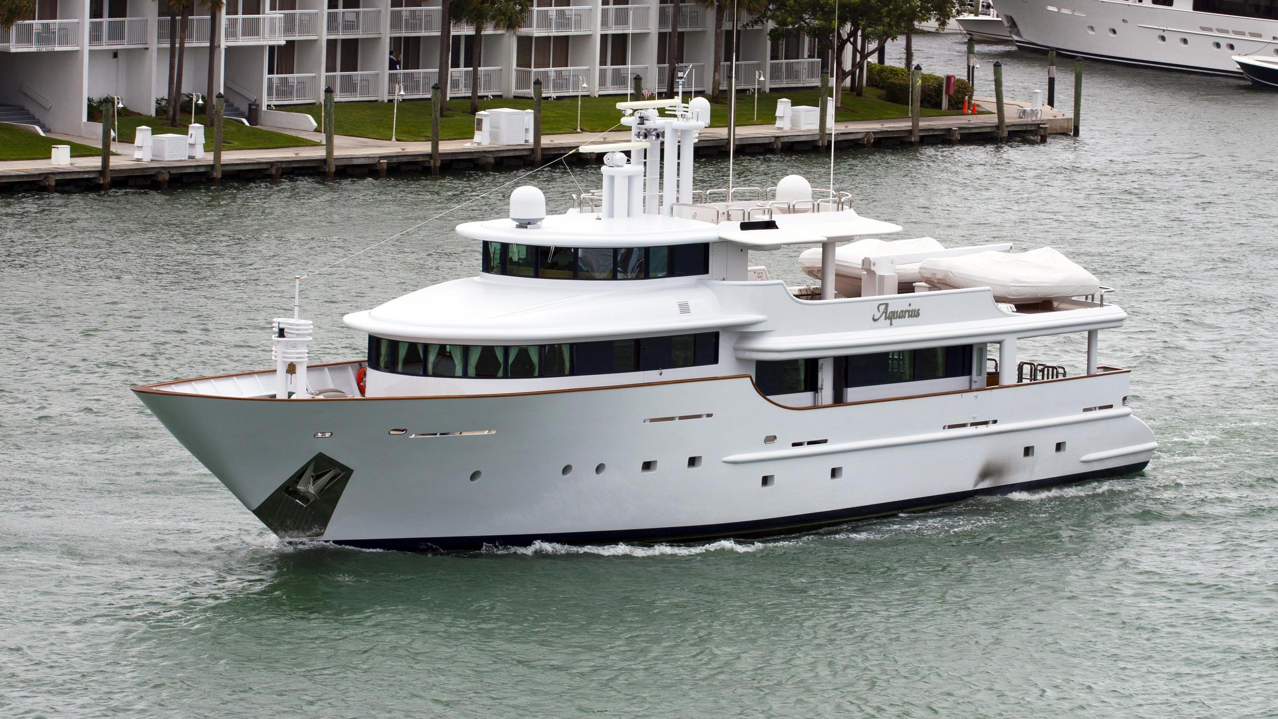 aquarius-yacht-exterior