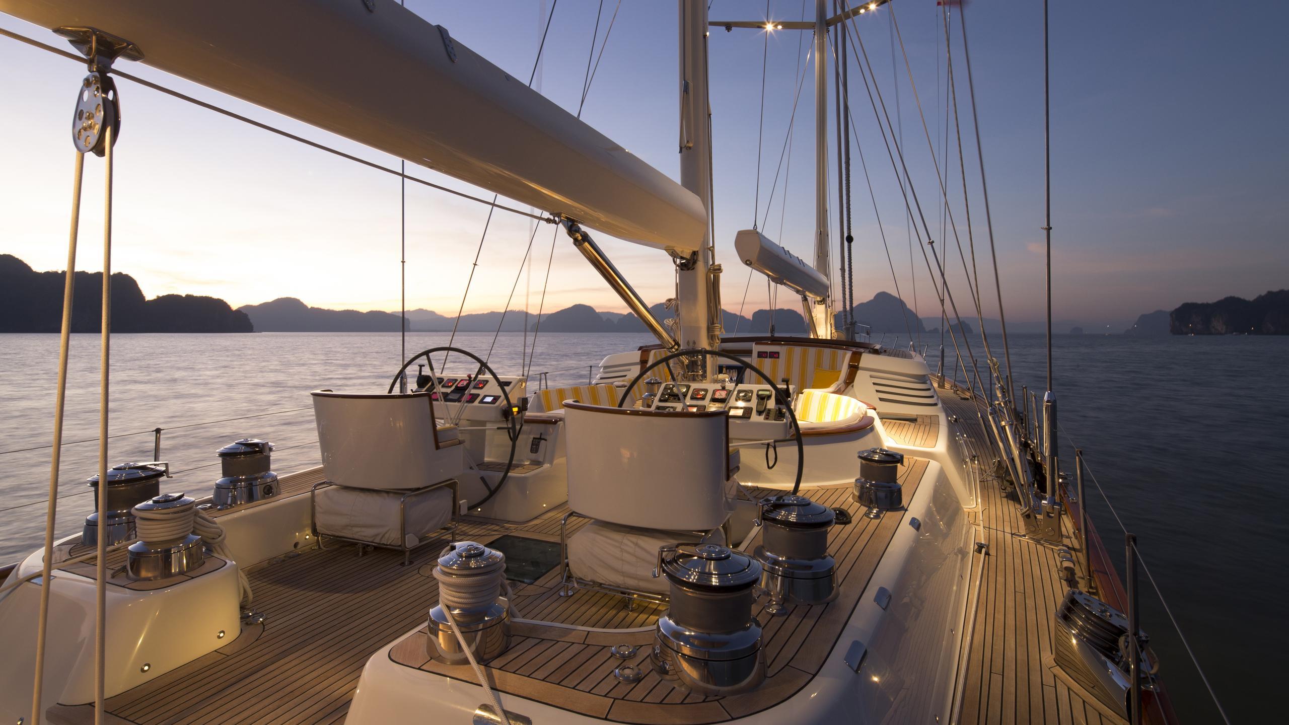 yanneke-too-yacht-main-deck