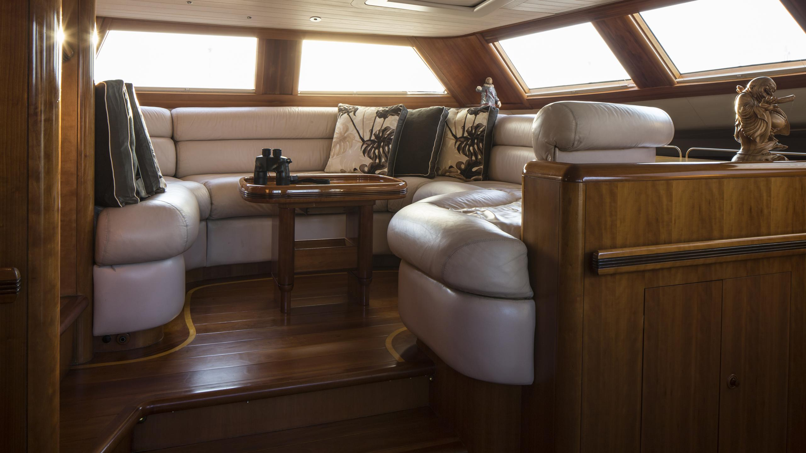 yanneke-too-yacht-lounge