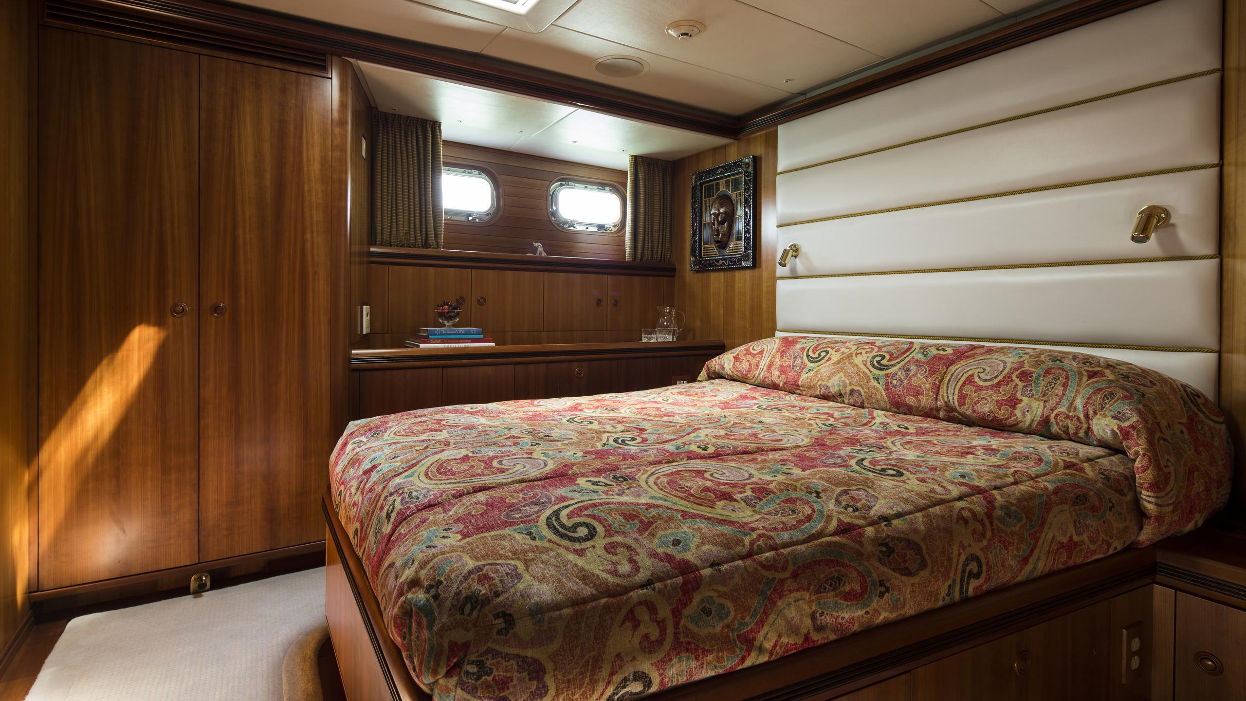 yanneke-too-yacht-double-cabin