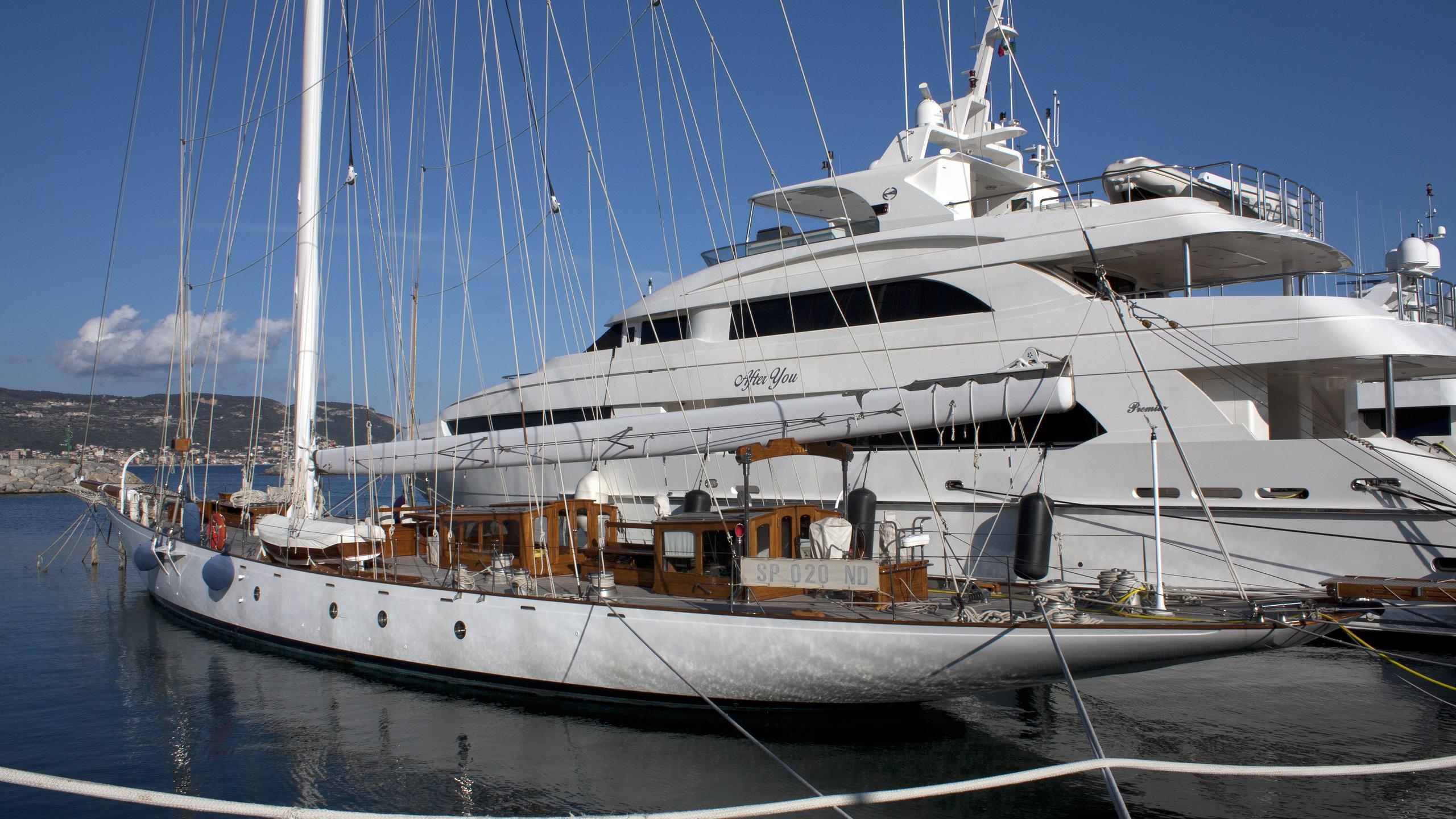 astra-yacht-exterior