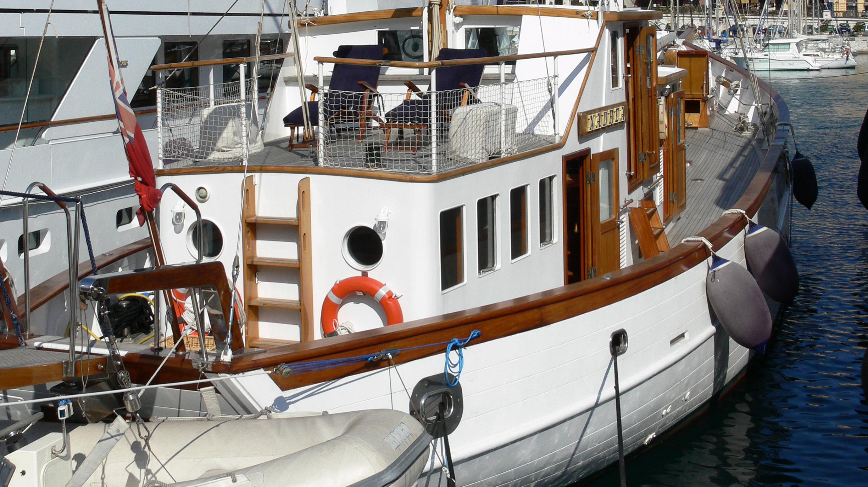 nadrea-yacht-exterior