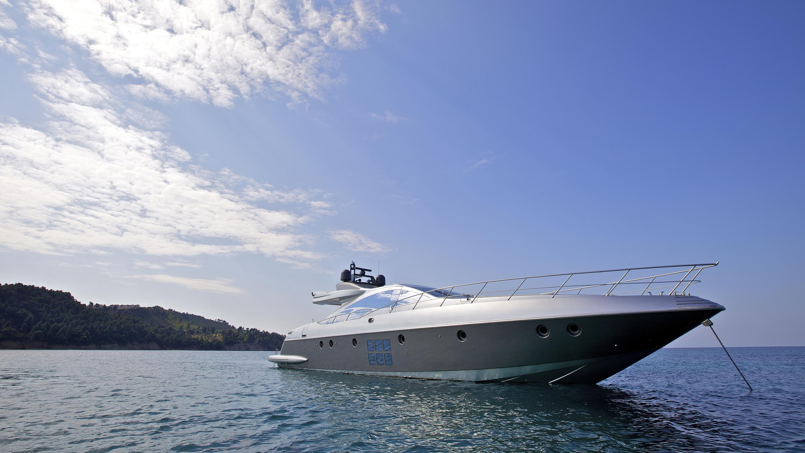 thea-malta-yacht-at-anchor