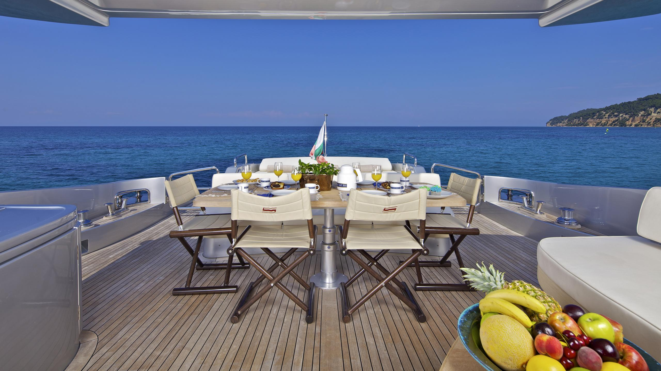 thea-malta-yacht-aft-dining