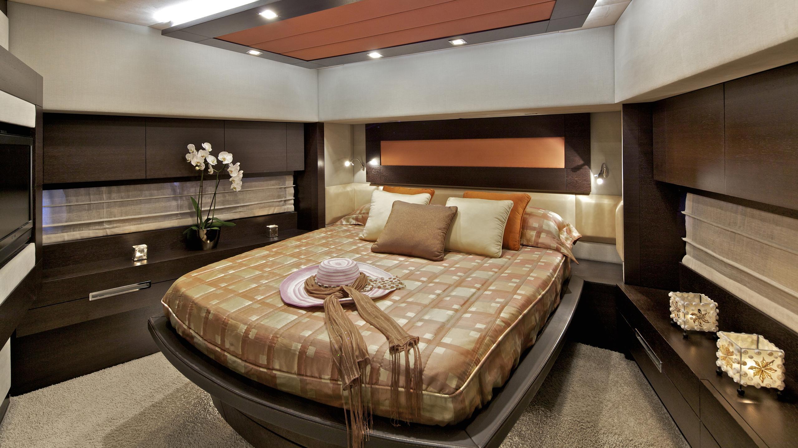 thea-malta-yacht-double-cabin