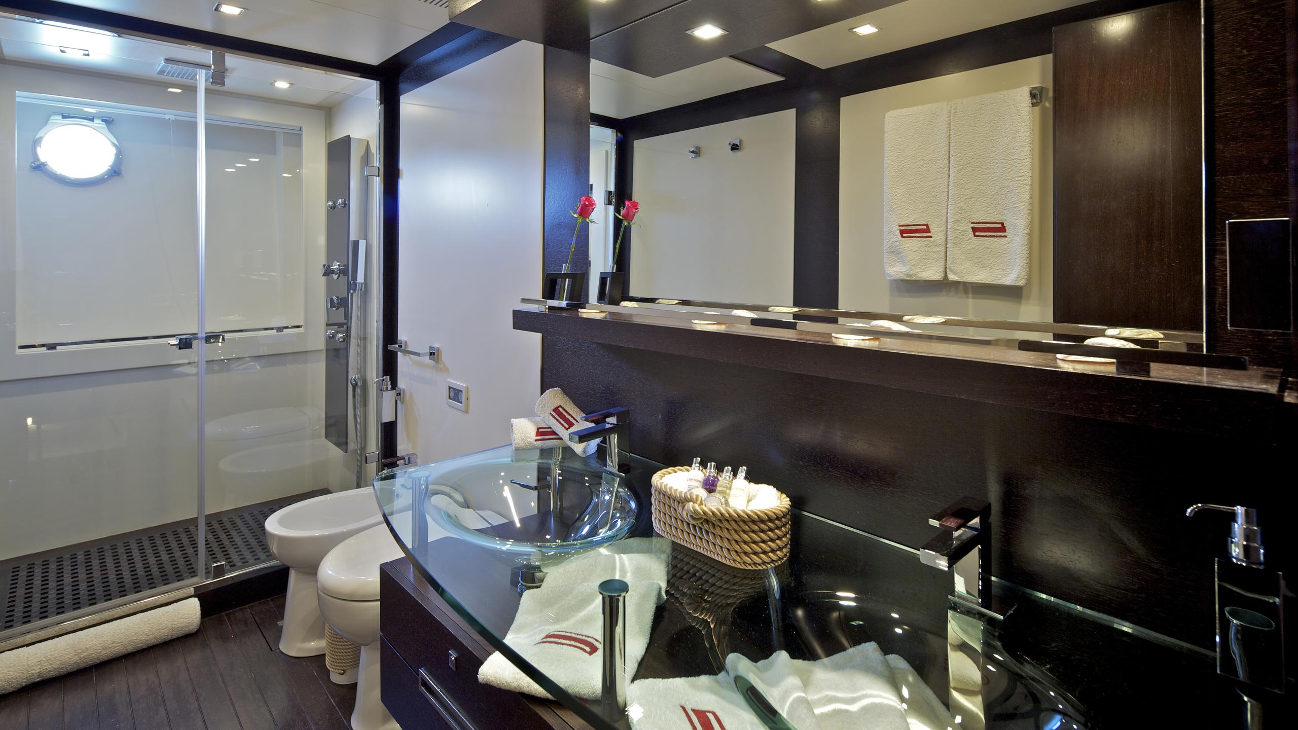 thea-malta-yacht-abthroom