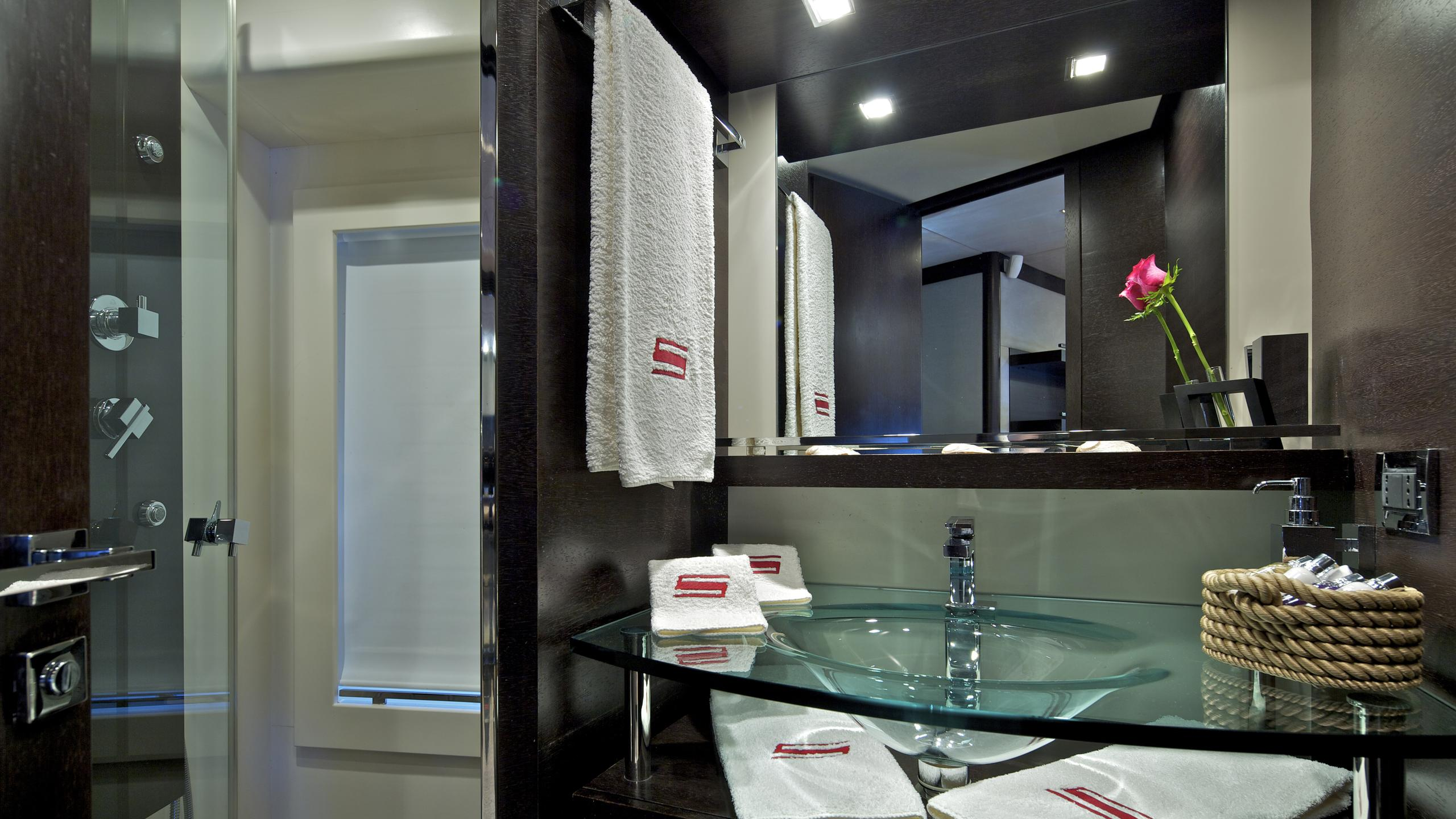 thea-malta-yacht-bathroom