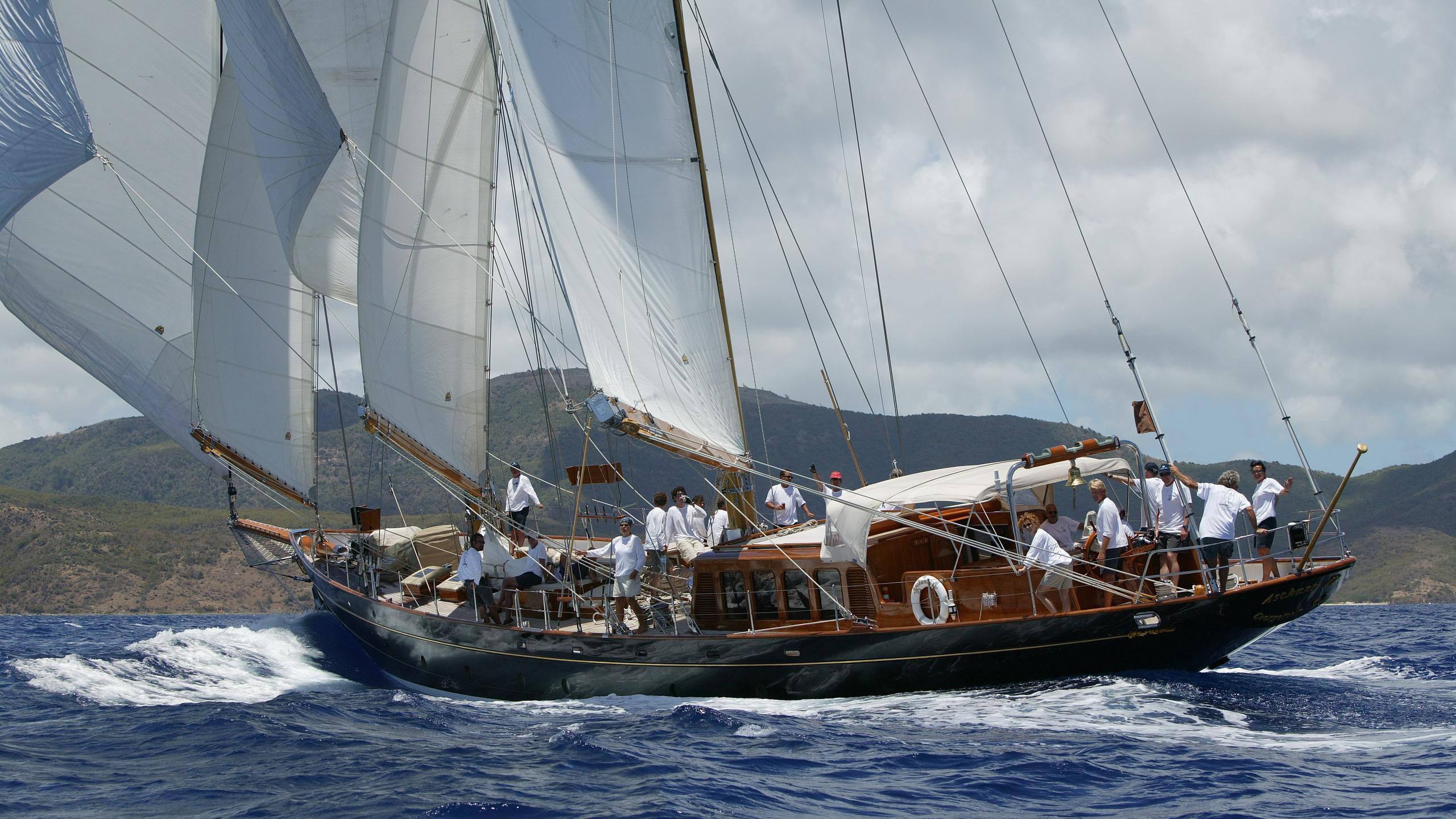 aschanti-iv-yacht-sailing