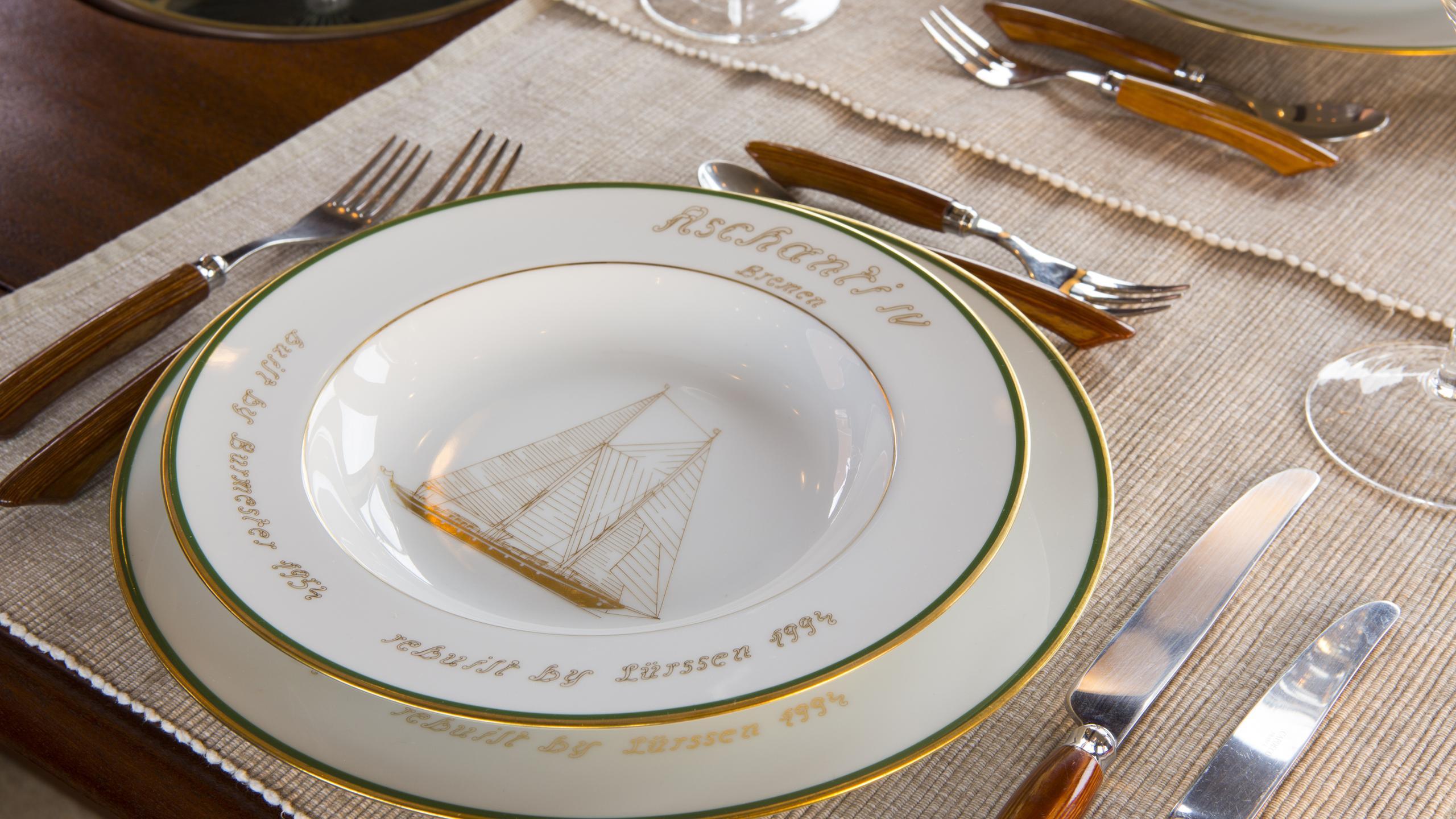 aschanti-iv-yacht-formal-dining