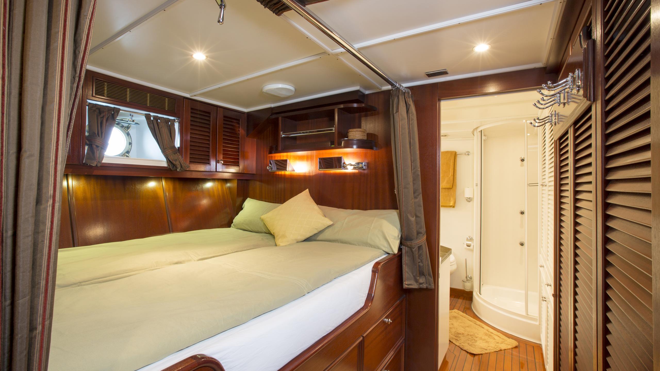 aschanti-iv-yacht-master-cabin