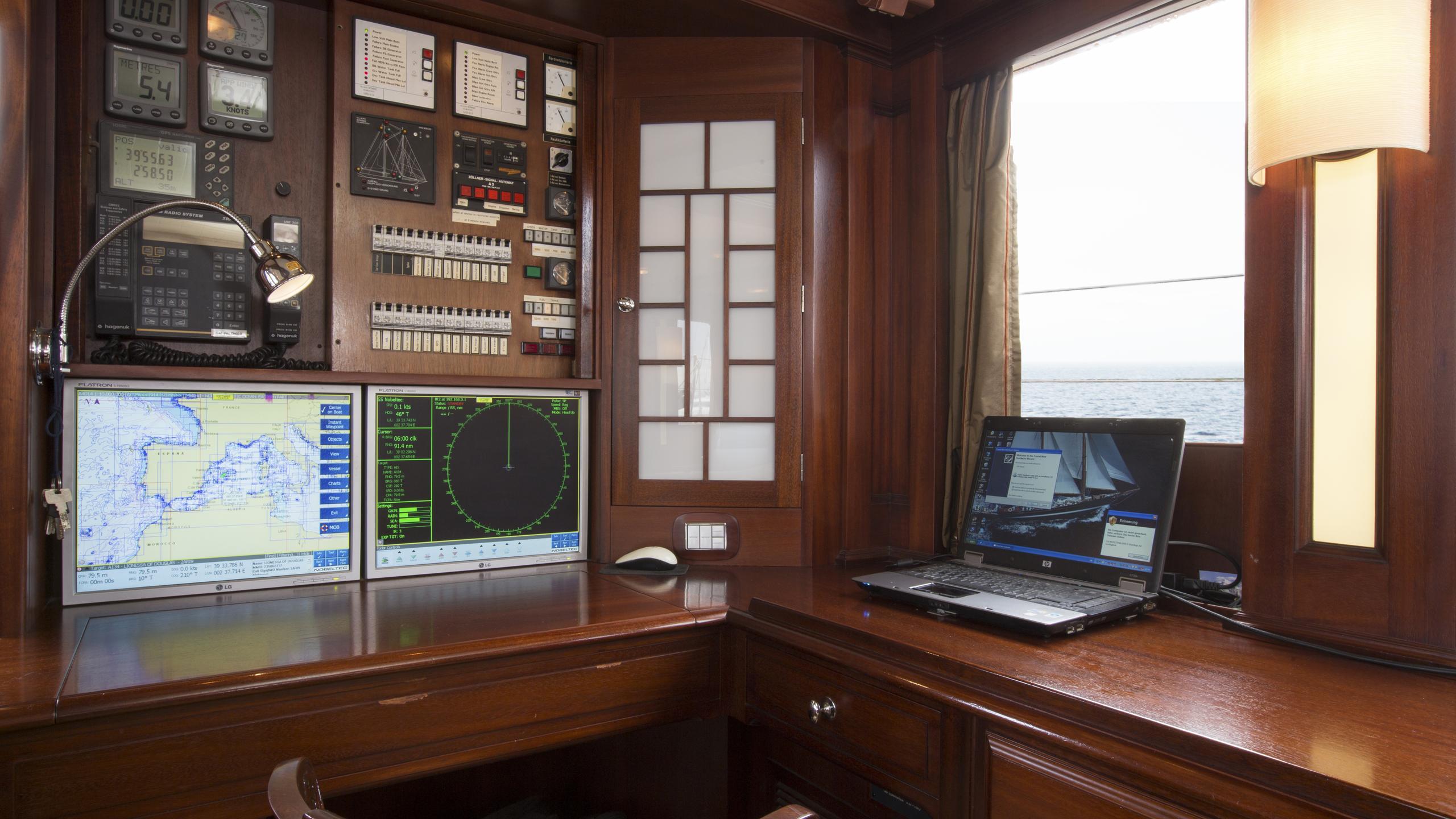 aschanti-iv-yacht-navigation