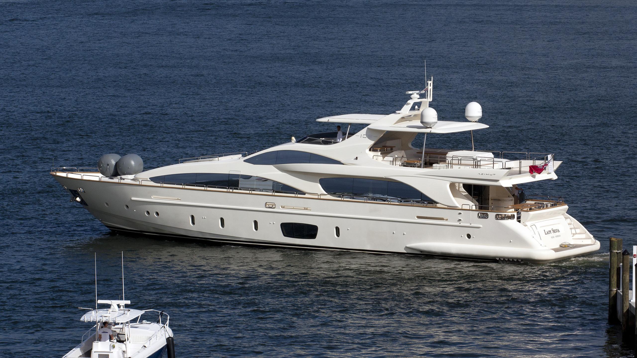 lady-carole-yacht-exterior
