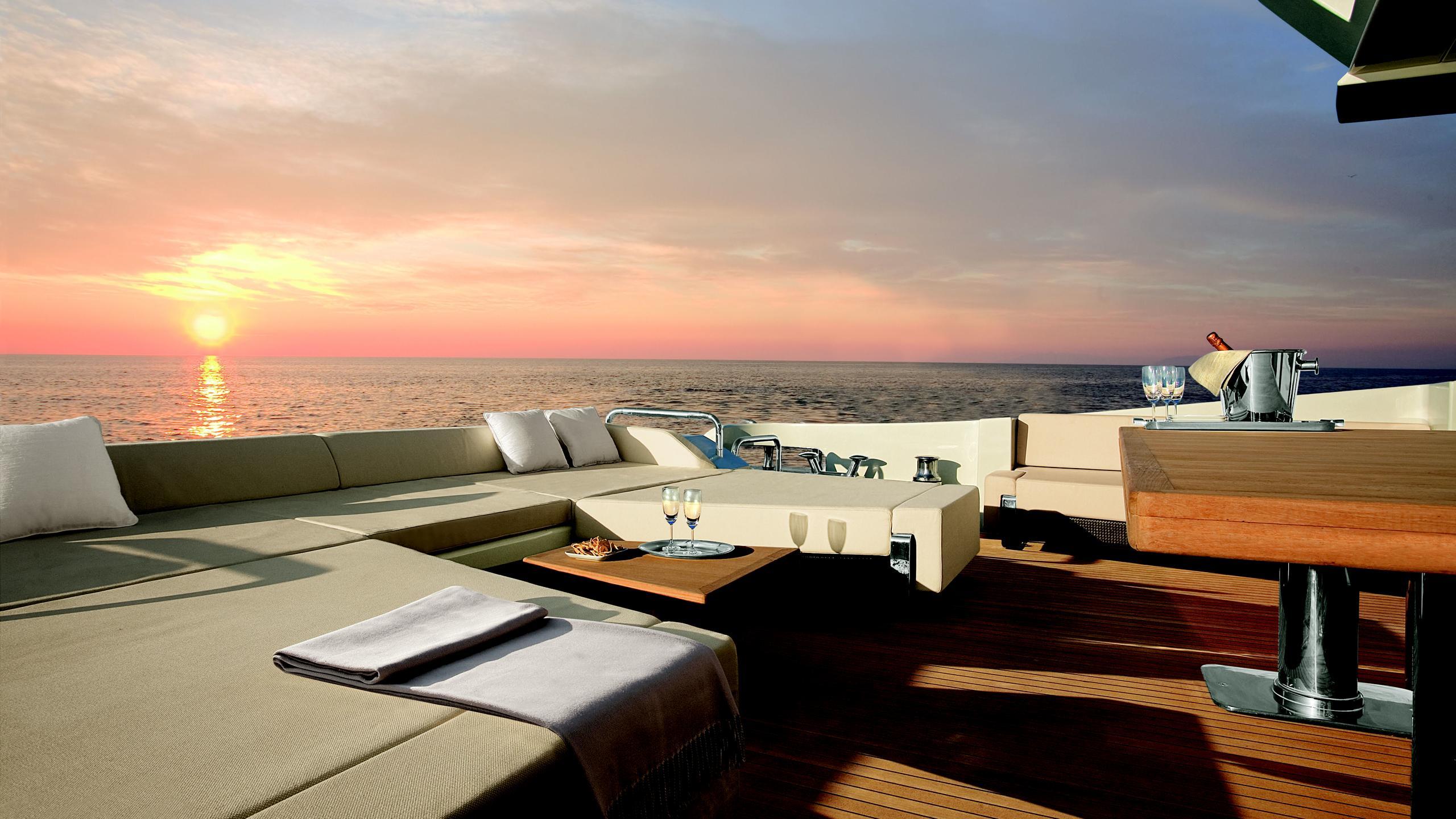 duke-yacht-sun-lounger