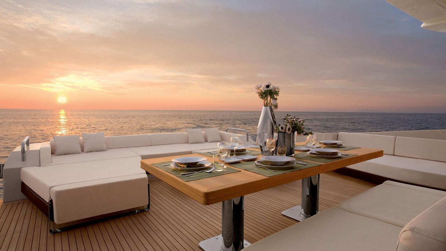 azimut-103s-yacht-aft-dining