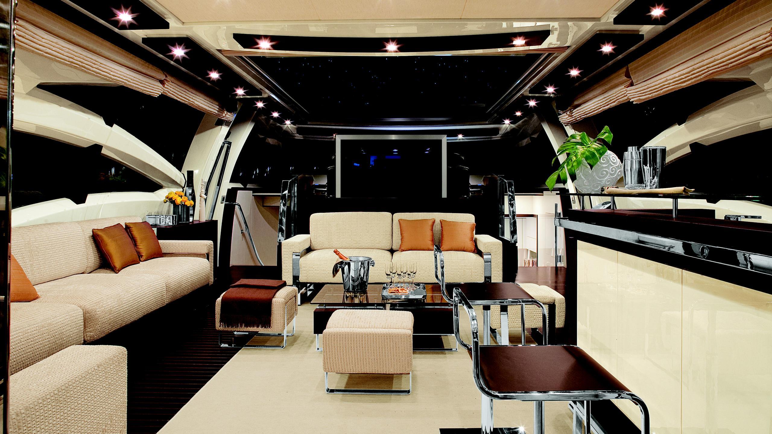 duke-yacht-saloon