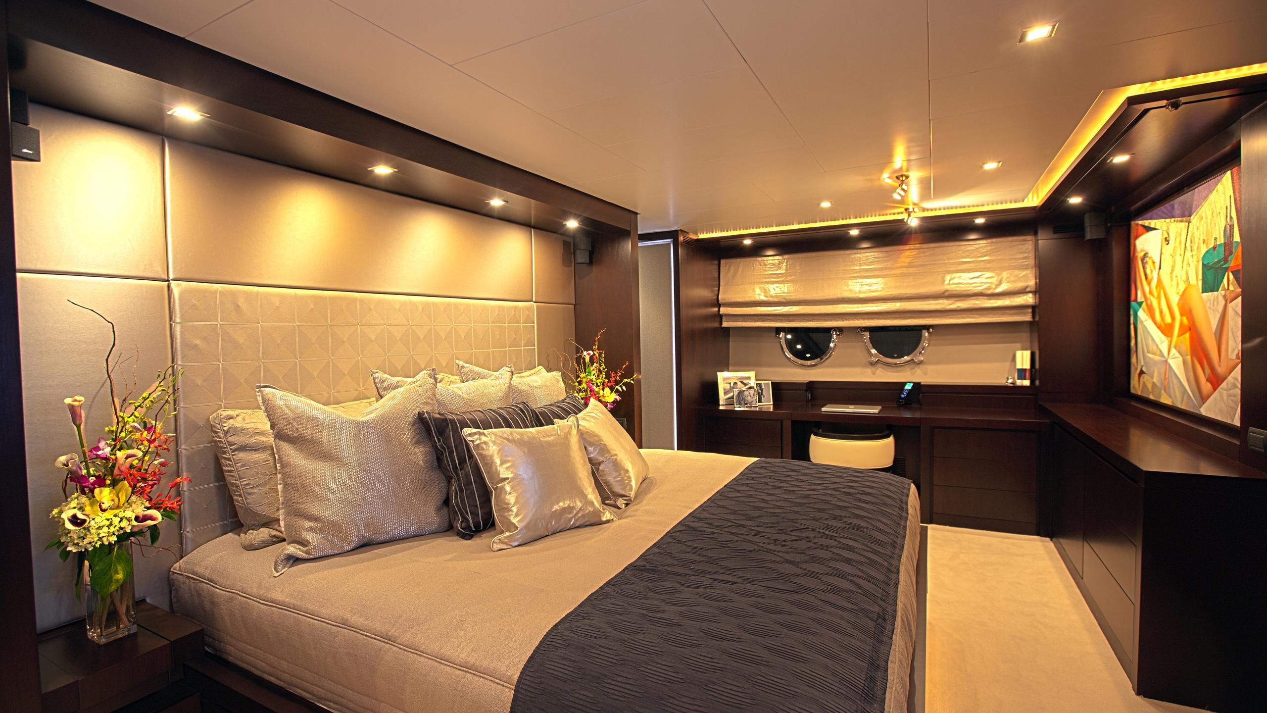 azimut-116-yacht-master-cabin