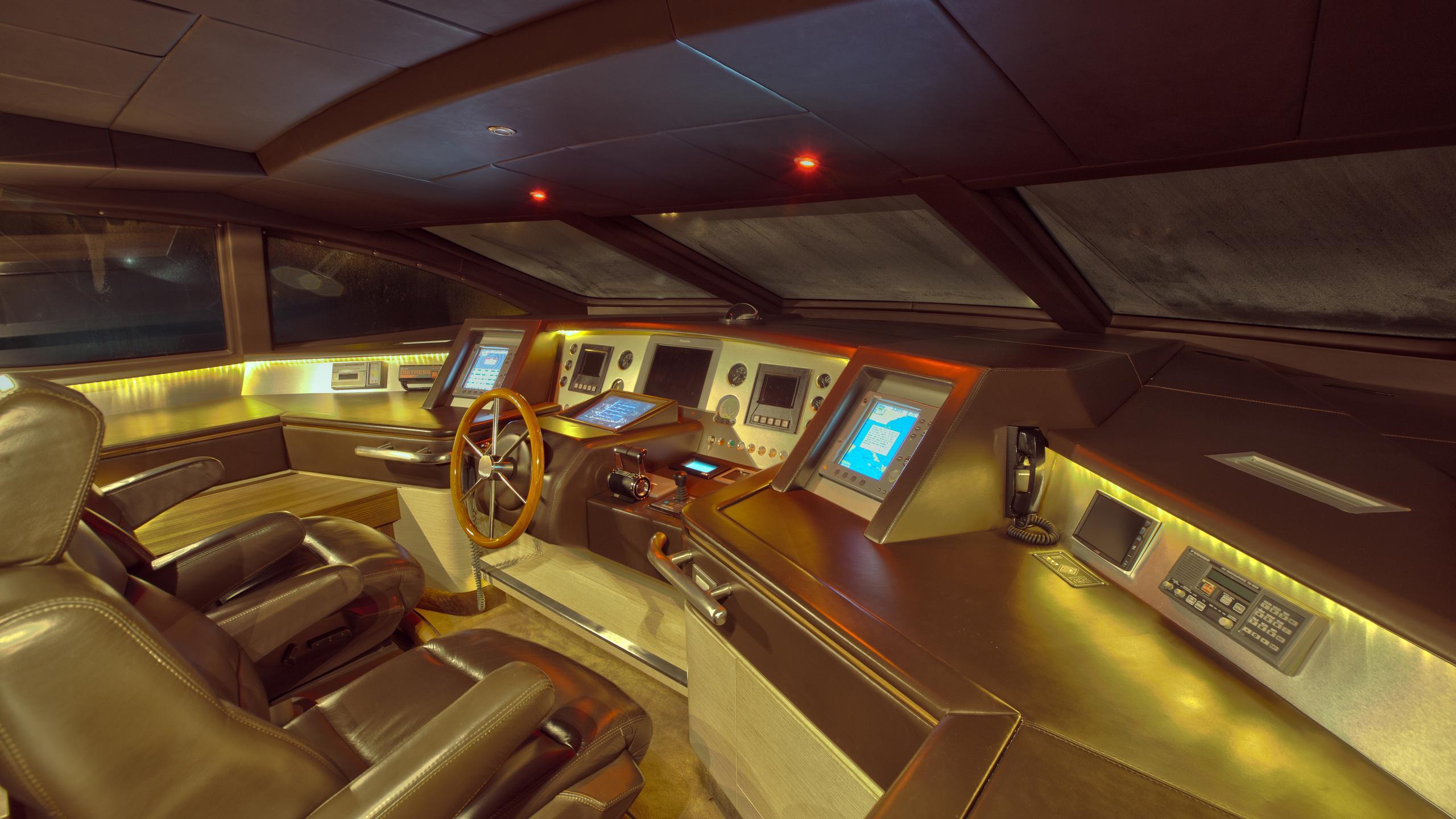 azimut-116-yacht-helm