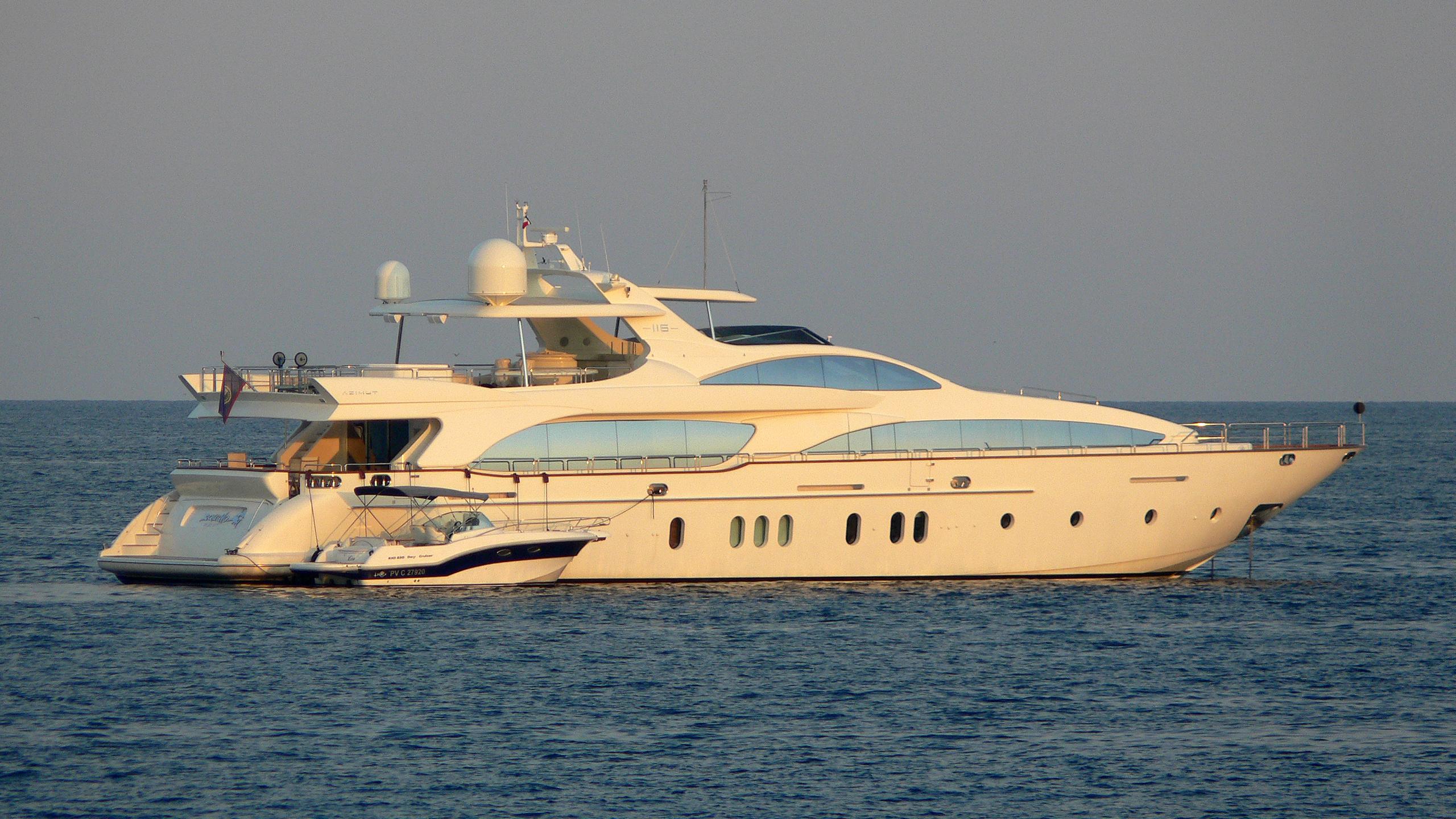 squalo-yacht-exterior