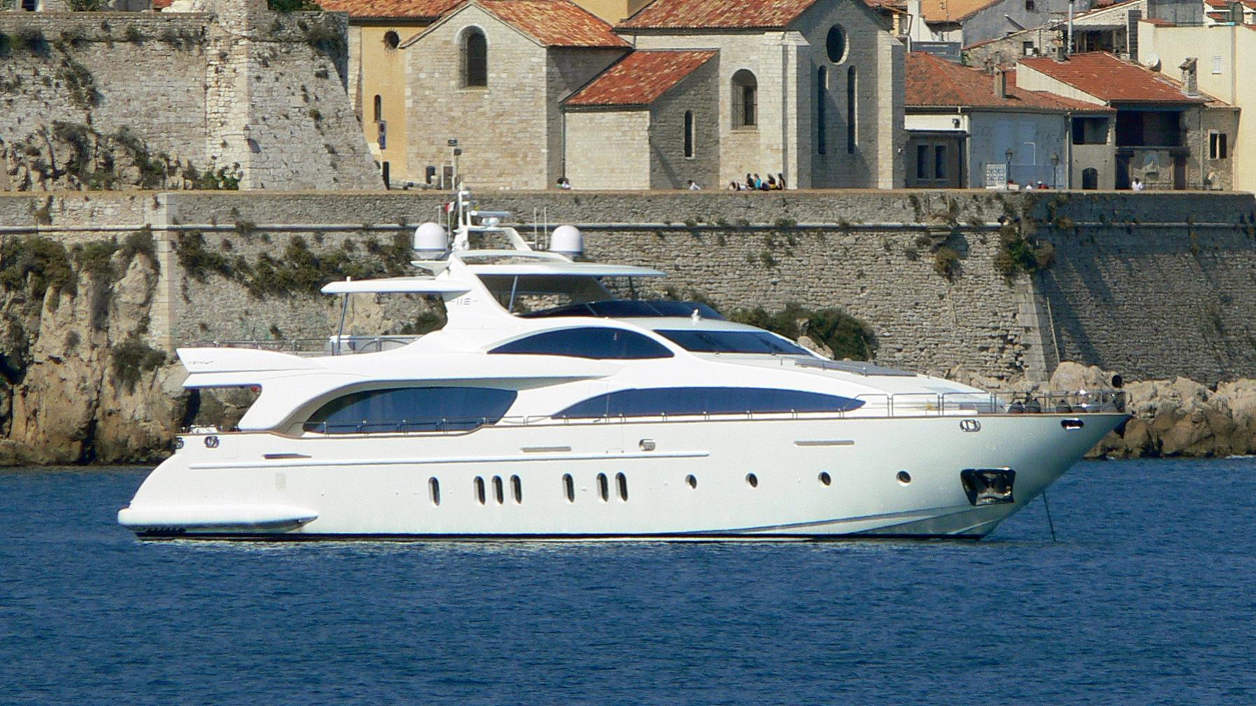 ann-g-yacht-exterior