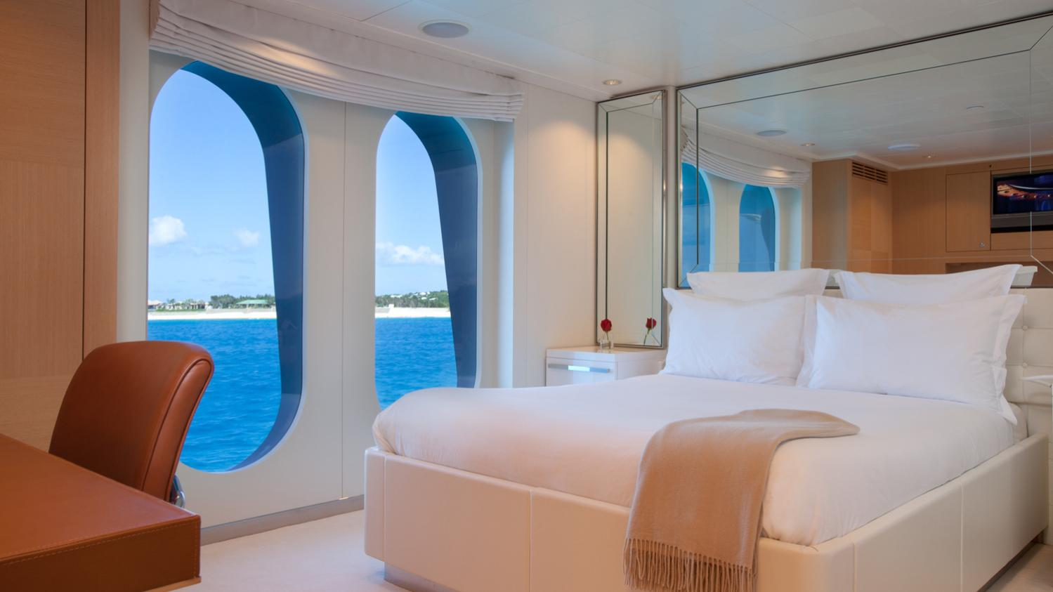 idol-yacht-double-cabin