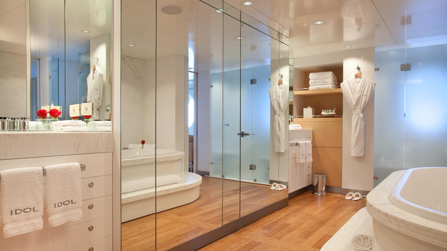 idol-yacht-bathroom