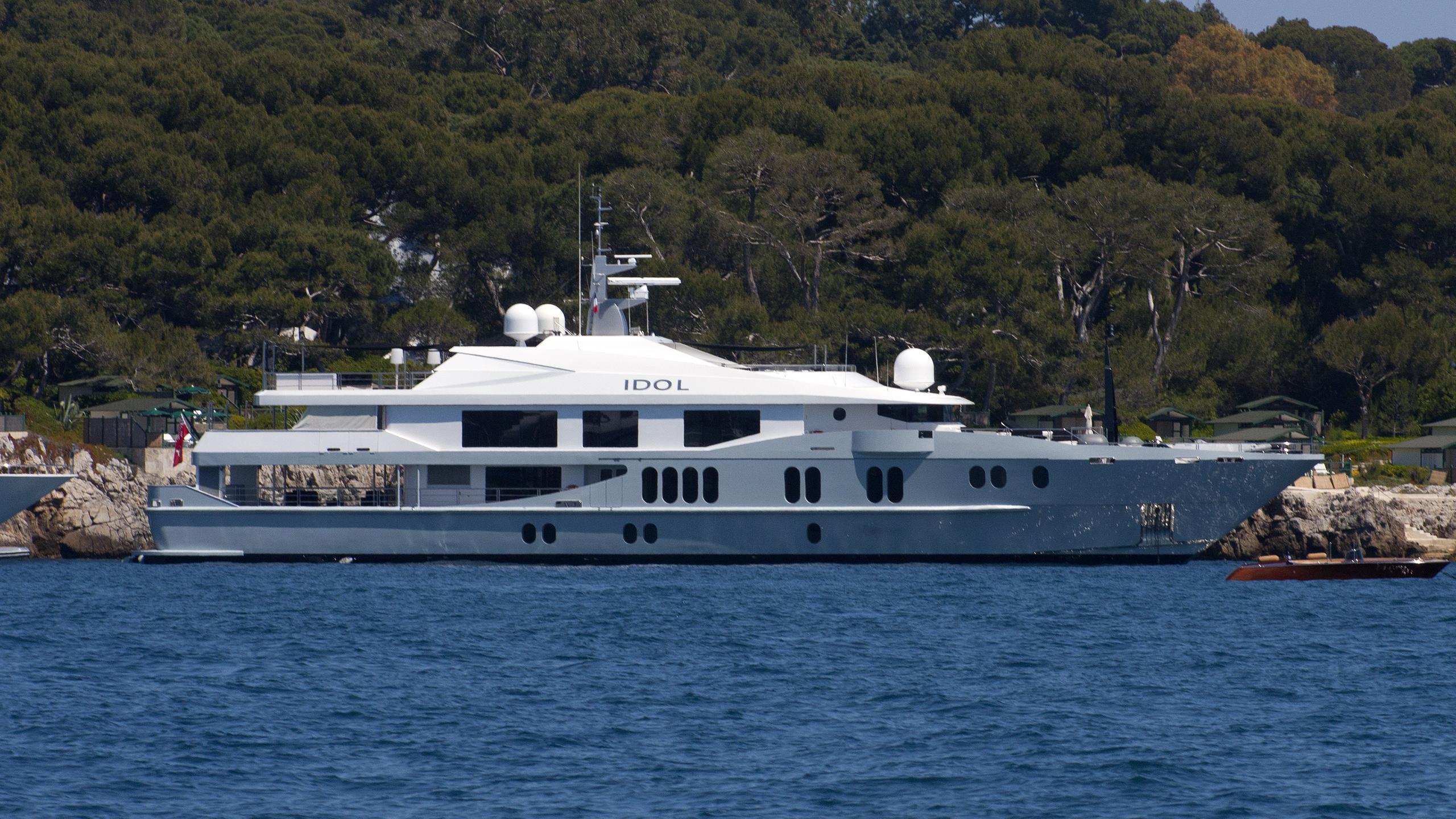 idol-yacht-exterior