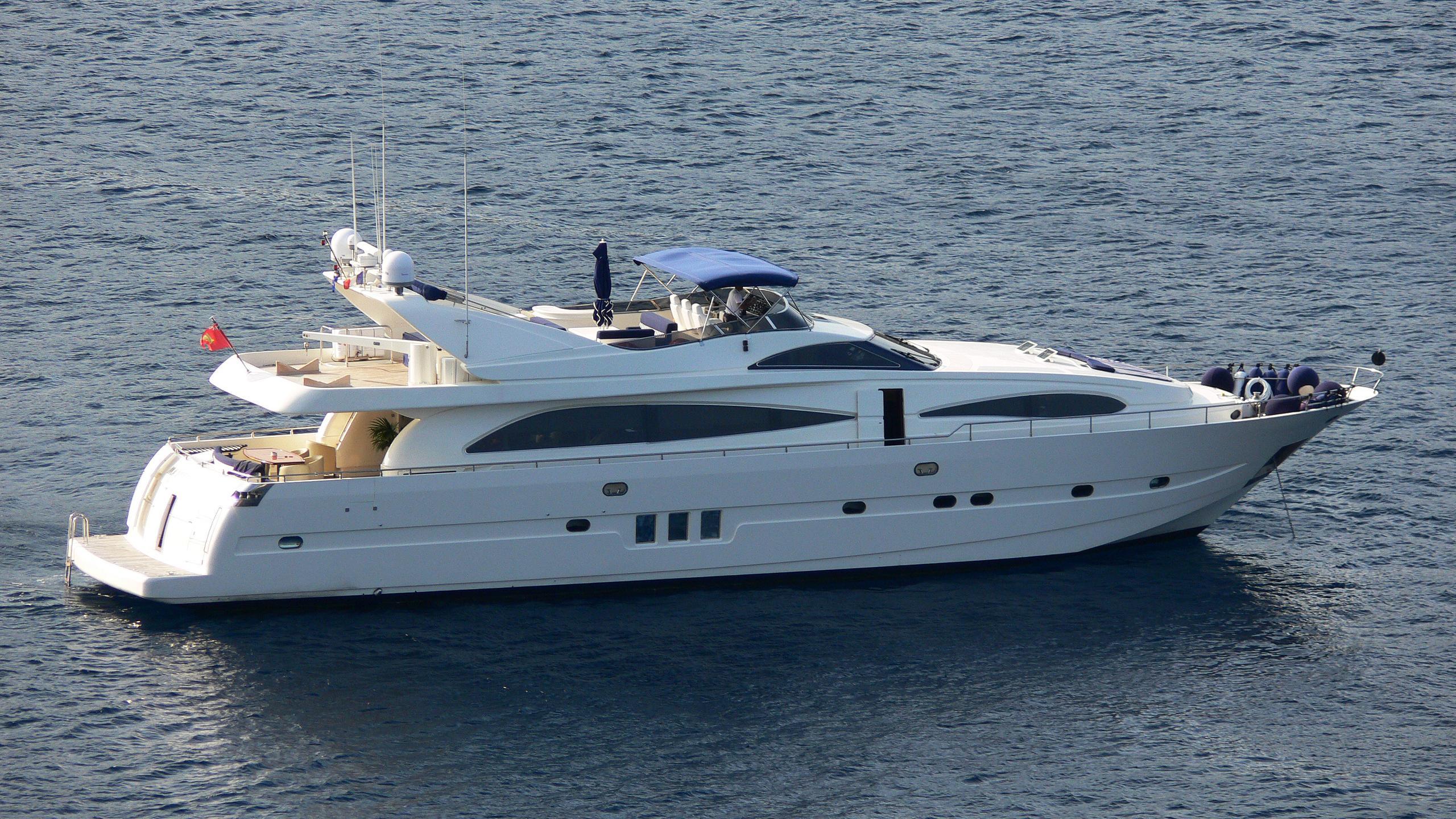 martello-yacht-exterior