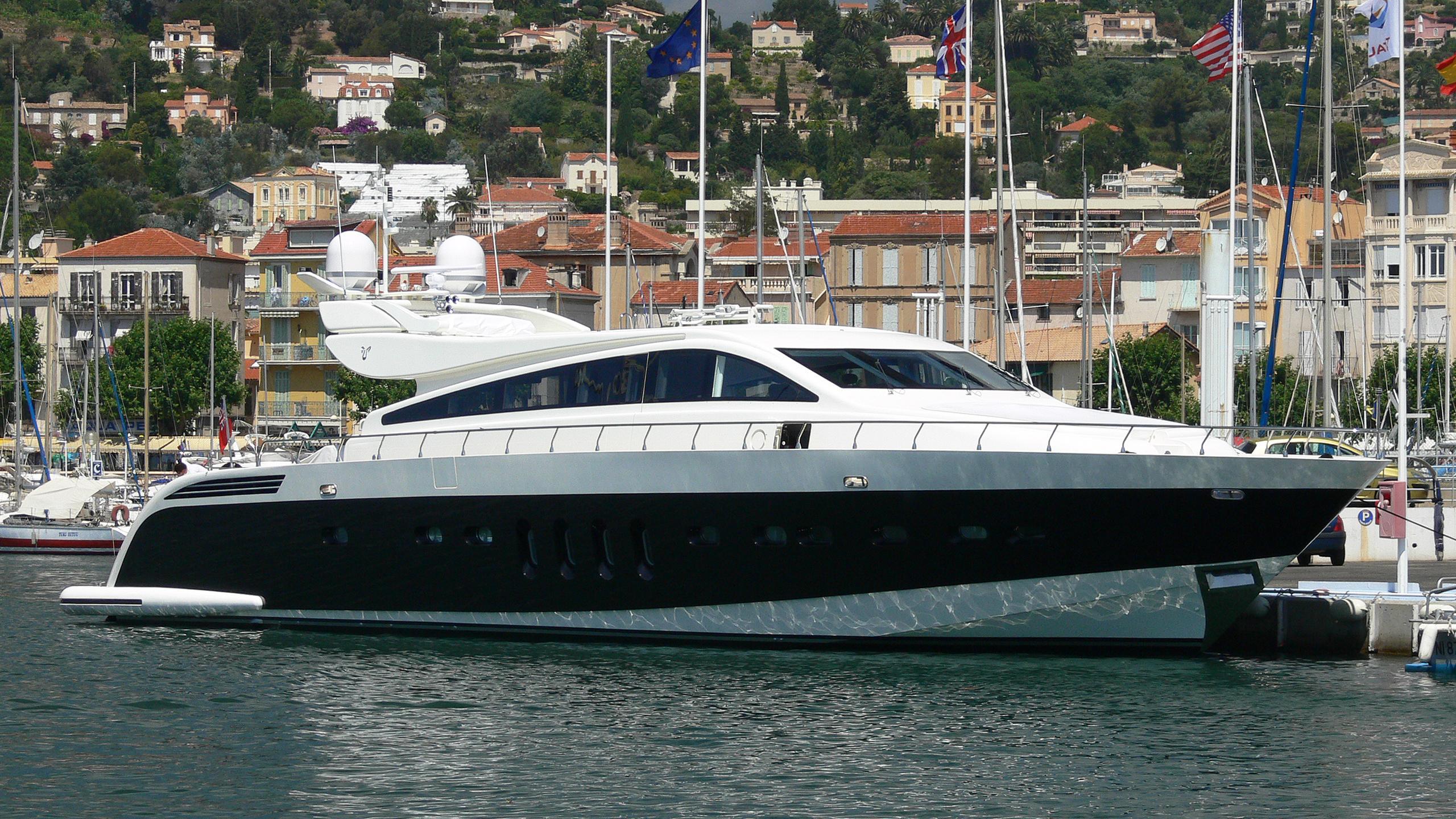 friday-yacht-exterior