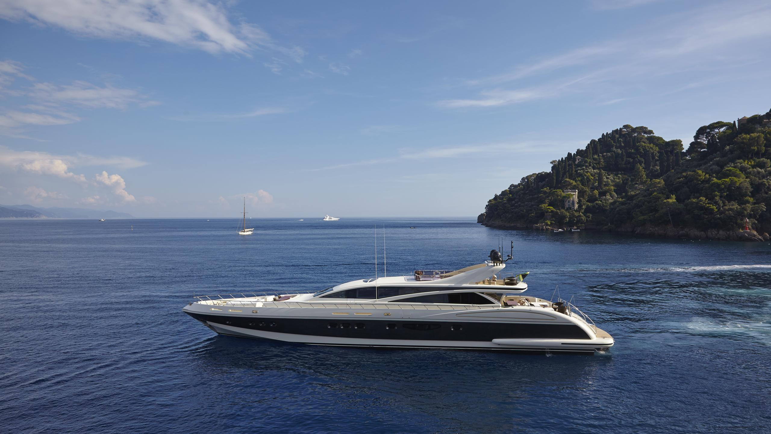 antelope-III-yacht-at-sea