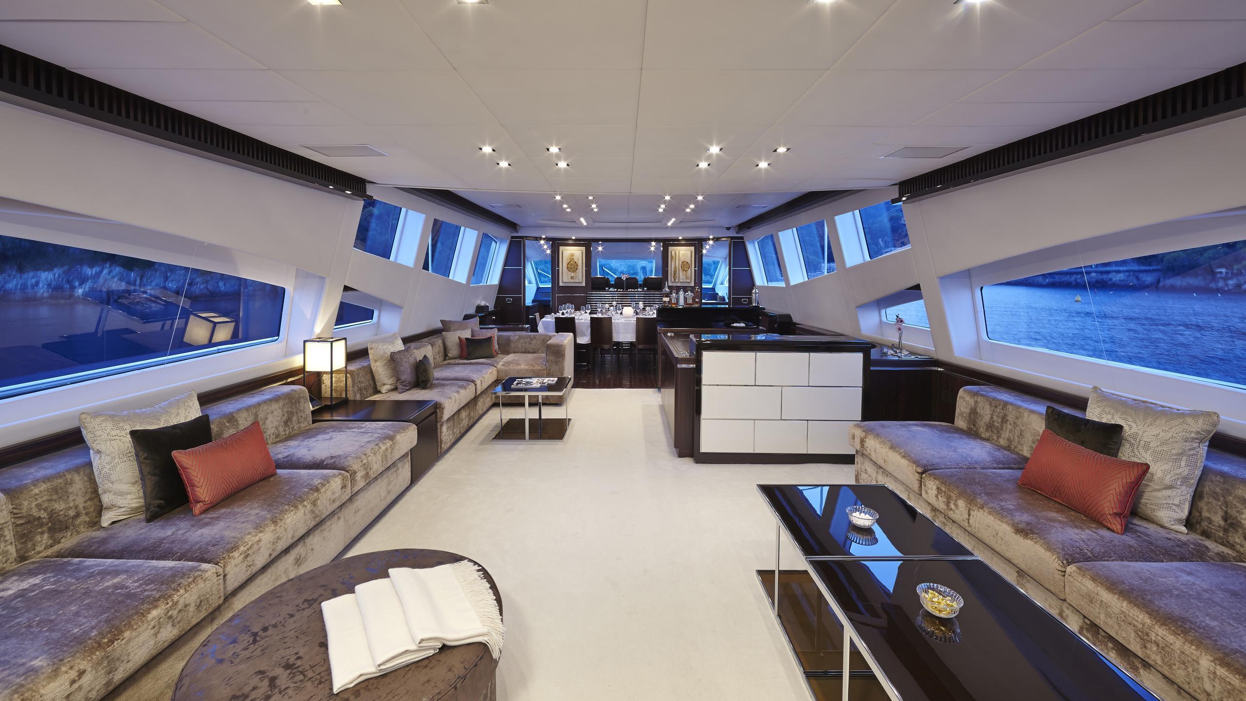antelope-III-yacht-saloon