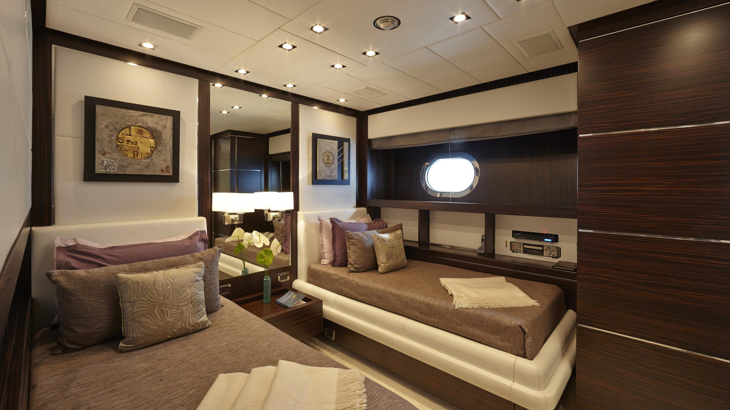 antelope-III-yacht-twin-cabin