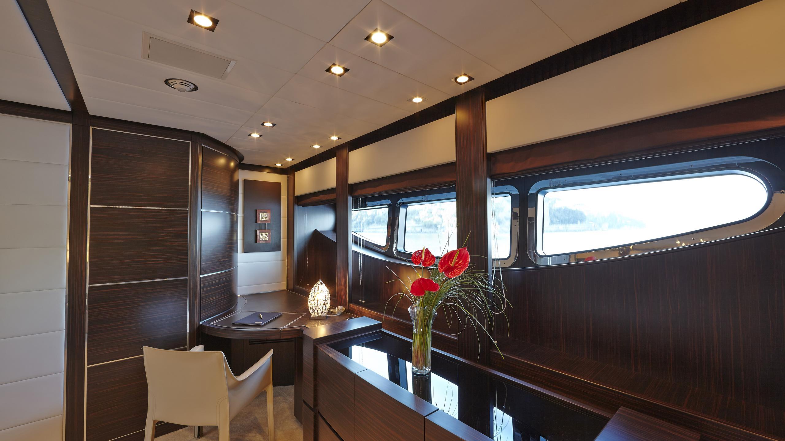 antelope-III-yacht-office