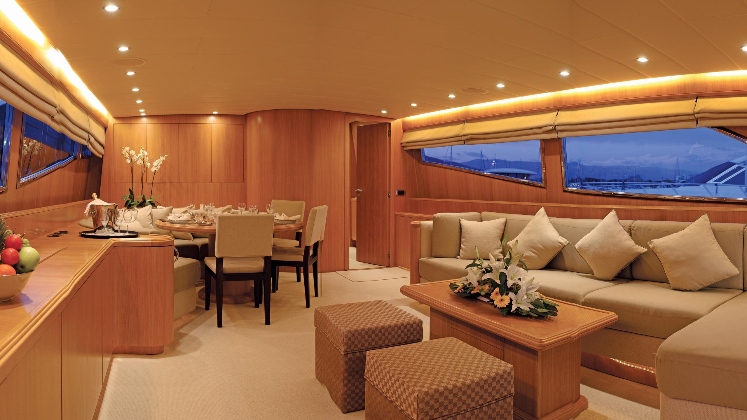 little-jems-yacht-saloon