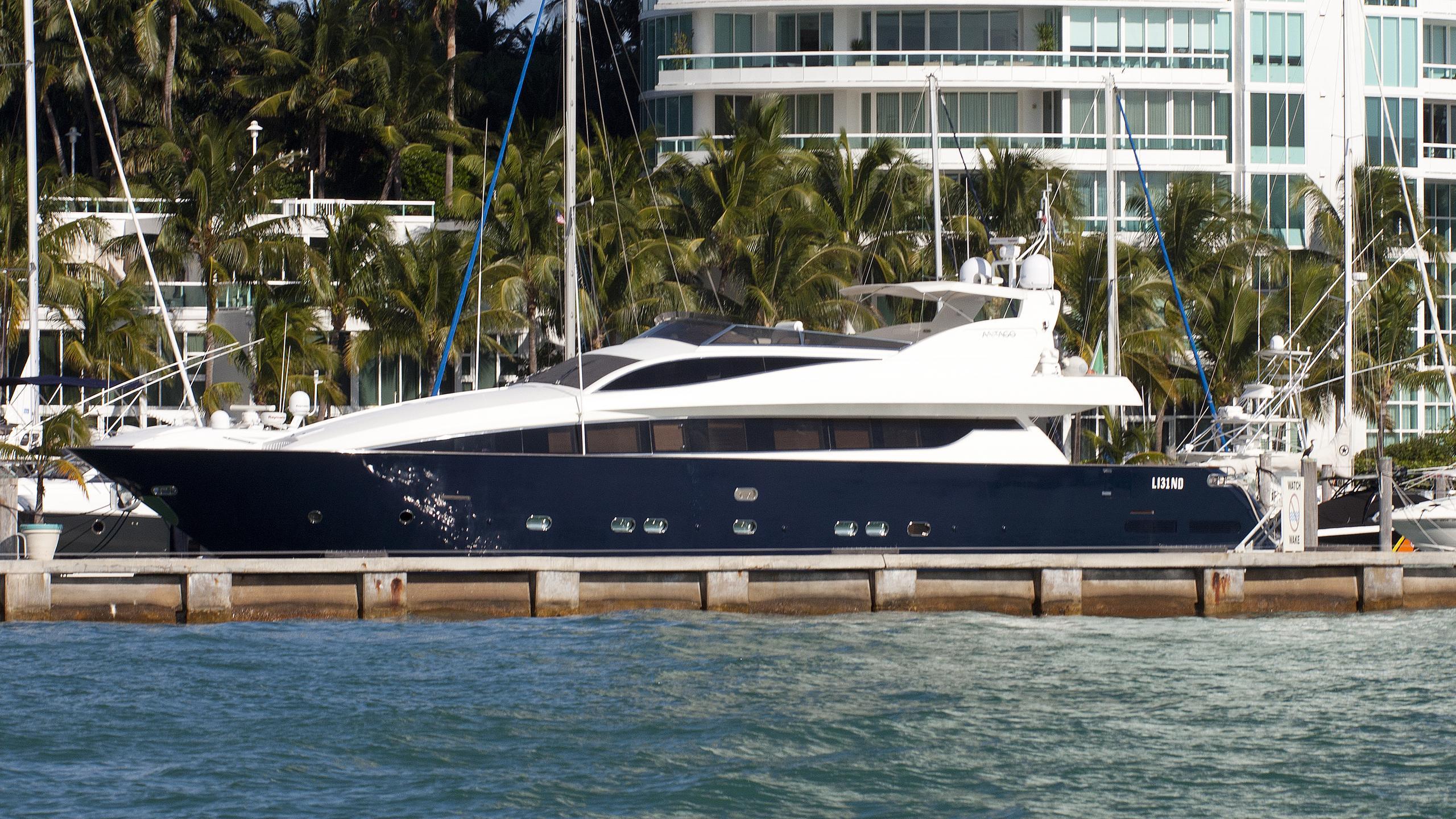 carolina-yacht-exterior