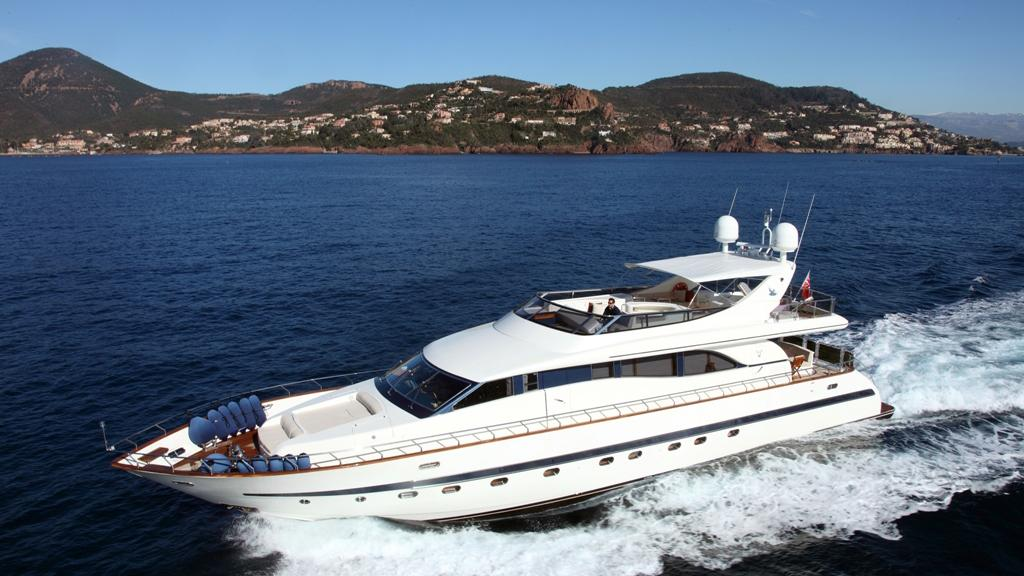 bluebird-yacht-cruising