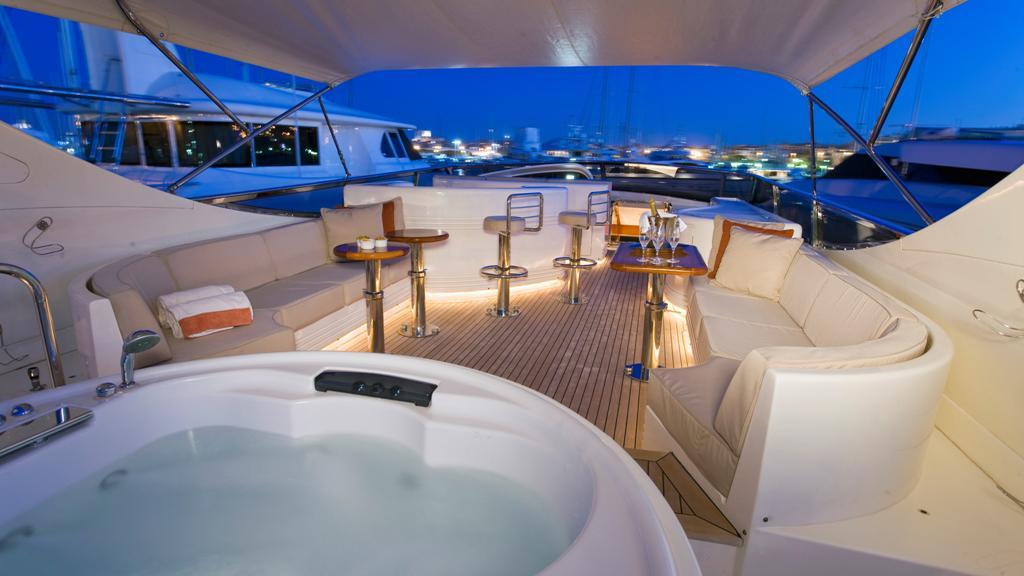 bluebird-yacht-upper-deck