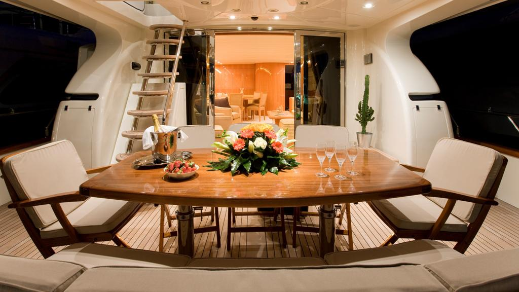 bluebird-yacht-aft-deck