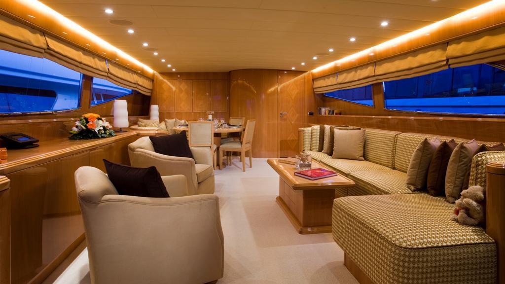 bluebird-yacht-saloon