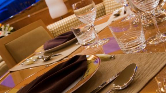bluebird-yacht-dining