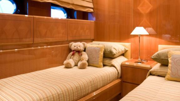 bluebird-yacht-twin-cabin