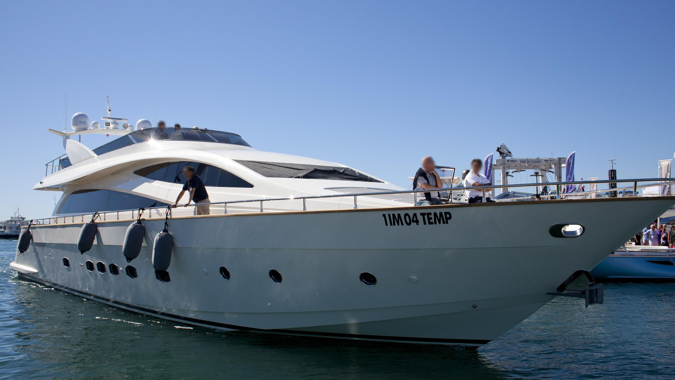 amer-ica-yacht-exterior