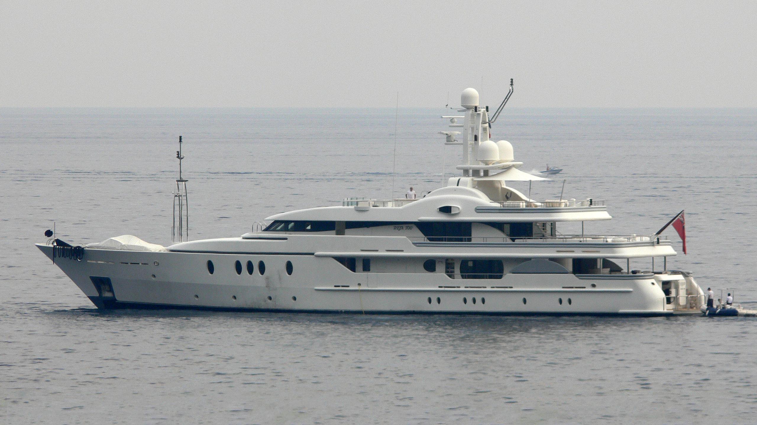 deja-too-yacht-exterior